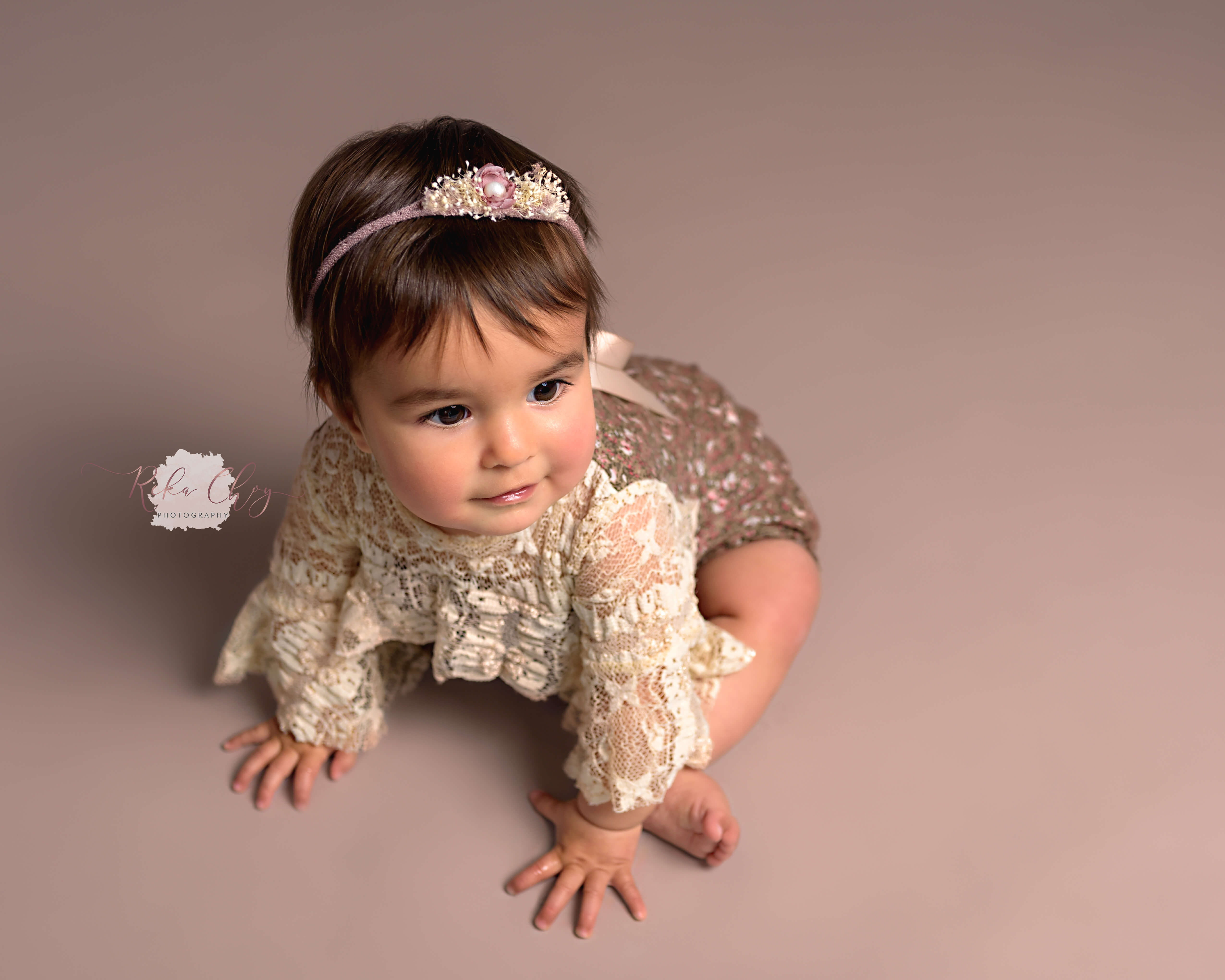 baby girl at sitter photo session wearing headband